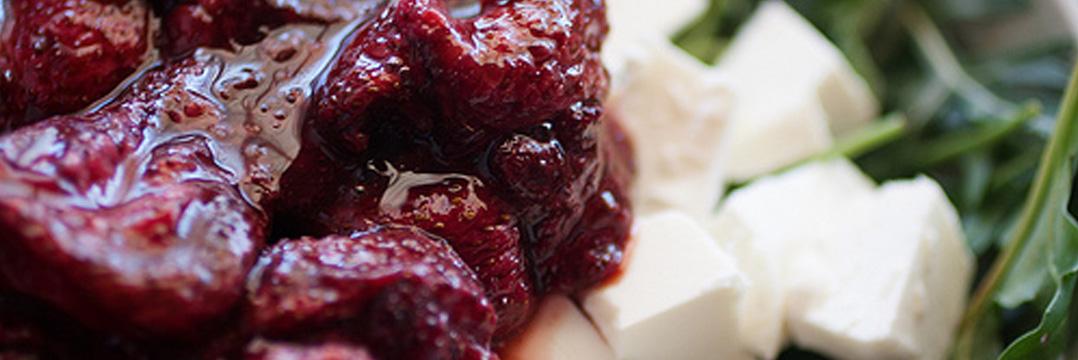 Ensalada de rúcula de fresa y feta