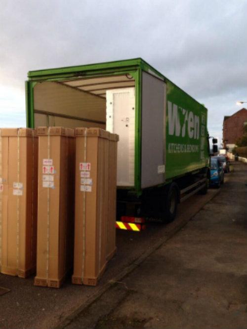 Muebles cargados en el camión Wren